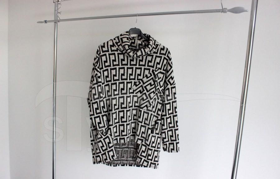 Svetr černobéžové vzorce