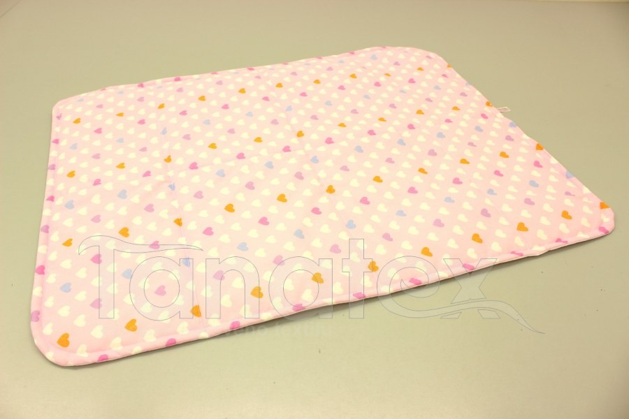 Pratelná podložka - barevná srdíčka na růžové
