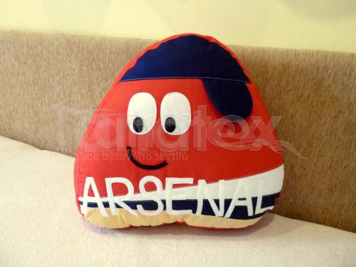 Polštářek - bavlněný velký Pou - Arsenalista - Pou velký fotbalista - hokejista