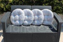 Průměr cca 43cm. Vrchní materiál 100% bavlna. Výplň: 50% pes.kuličky, 50% molitan.drť(pro delší životnost). Možno prát v pračce na 40°C, ždímat na minimum otáček. Na dvou koncích vždy 2 šňůrky na uvázání k židli.