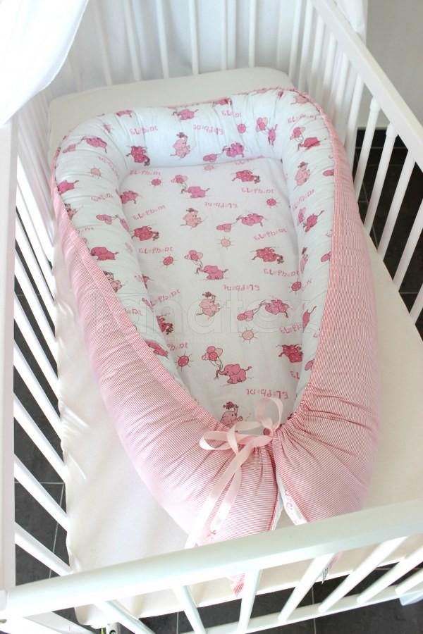 Hnízdečko Sloni růžový na bílém - růžový proužek - Hnízdečka do postýlky z bavlny