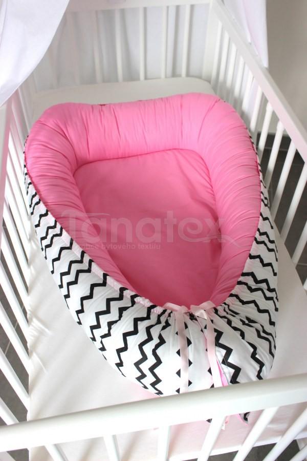 Hnízdečko Černý cik cak - uni růžová - Hnízdečka do postýlky z bavlny